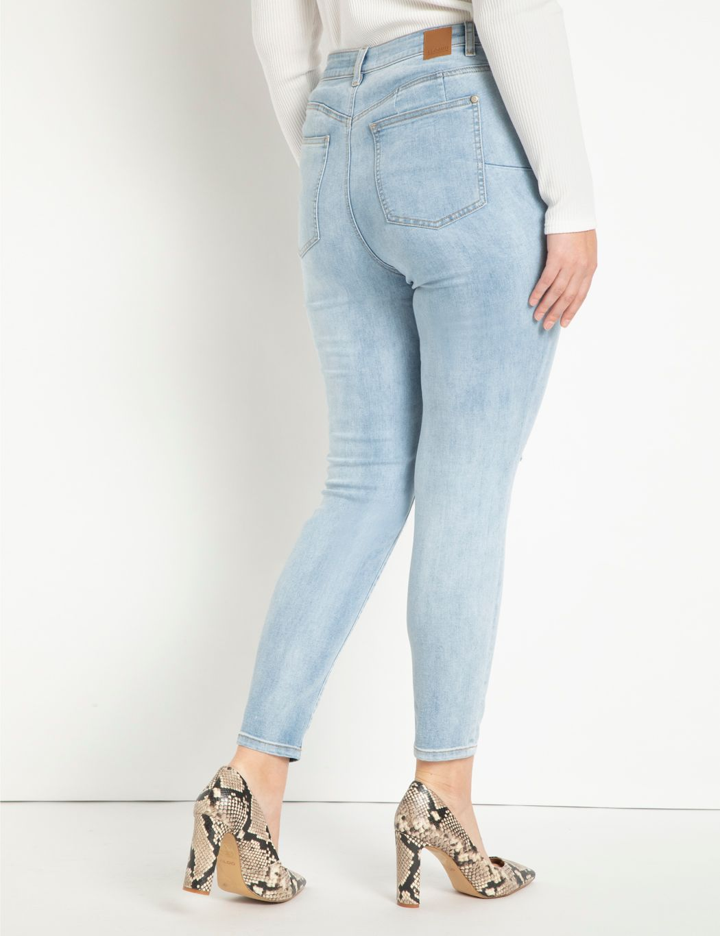 Classic Fit Peach Lift Distressed Skinny Jean